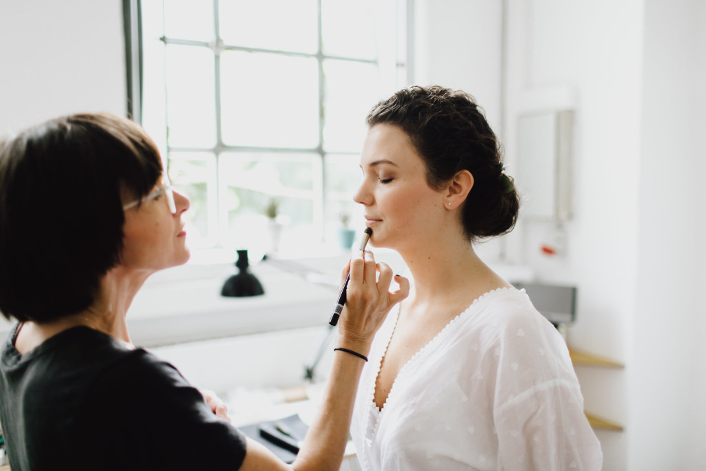 Claudia macht Braut Make Up