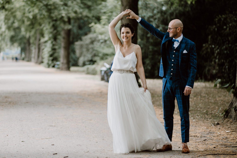 Das Brautpaar - Braut mit natürlichem Make Up und Hochsteckfrisur von Salon Zwei