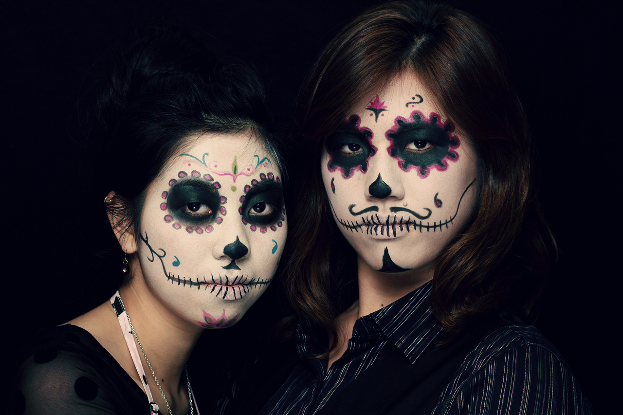 Salon Zwei Sugar skull Make-Up, Dia De Los Muertos oder Karneval Köln