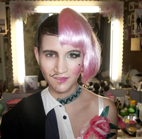 Lucy mit Karnevals Make Up von Salon Zwei für Stadtrevue Köln